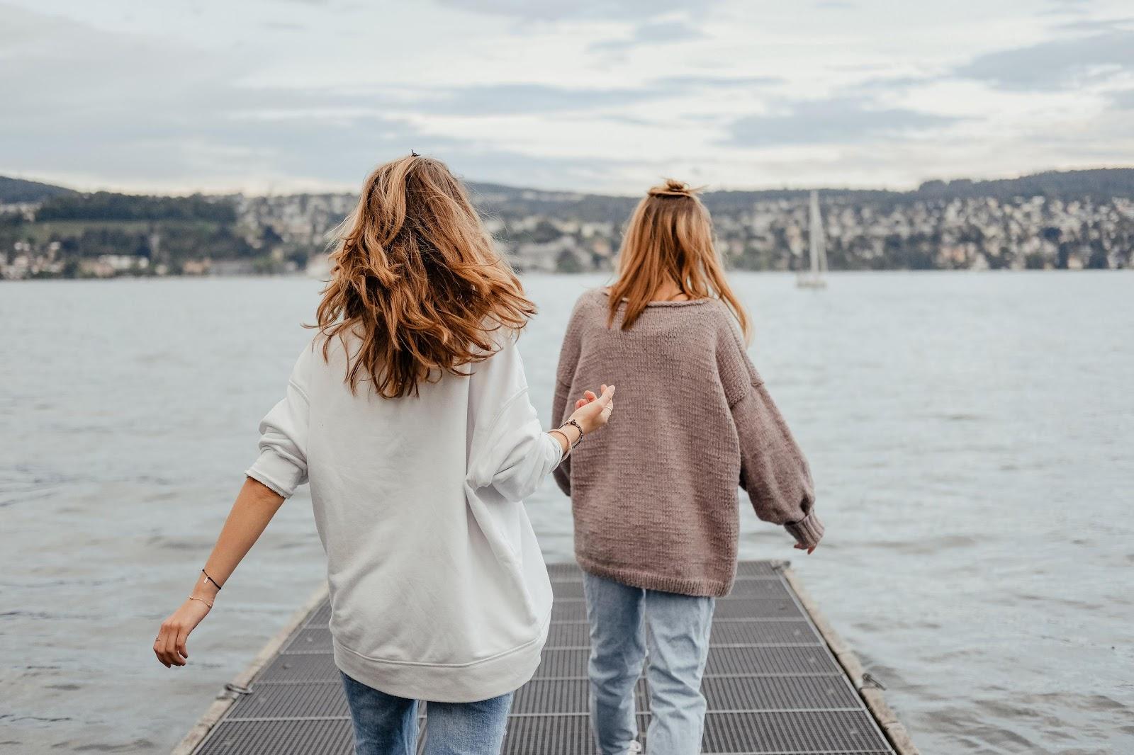 Co założyć do jeansów jesienią? Instagramowe inspiracje